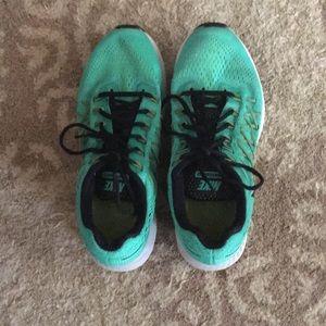 Green Nike zoom Pegasus 32